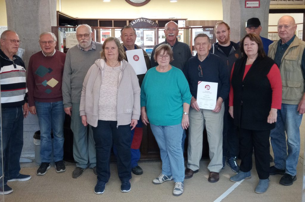 Mitarbeiter des Museum Traiskirchen mit dem Museums-Gütesiegel
