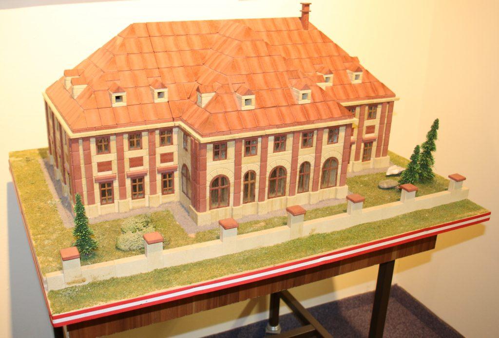 Modell des Möllersdorfer Schlössls aus Ankersteinen gebaut