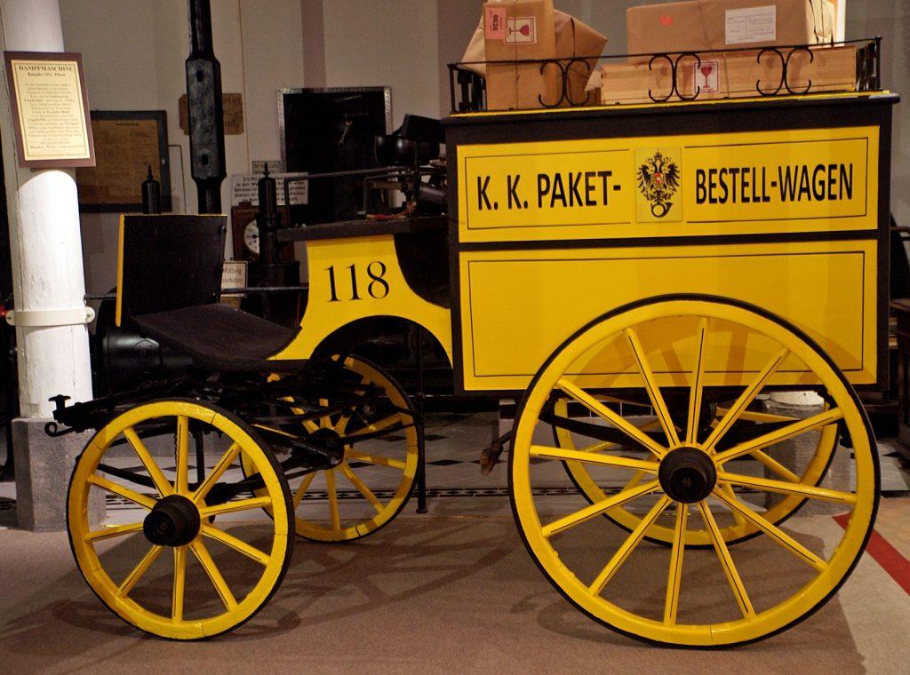 Rekonstruktion eines Postwagens mit Paketen