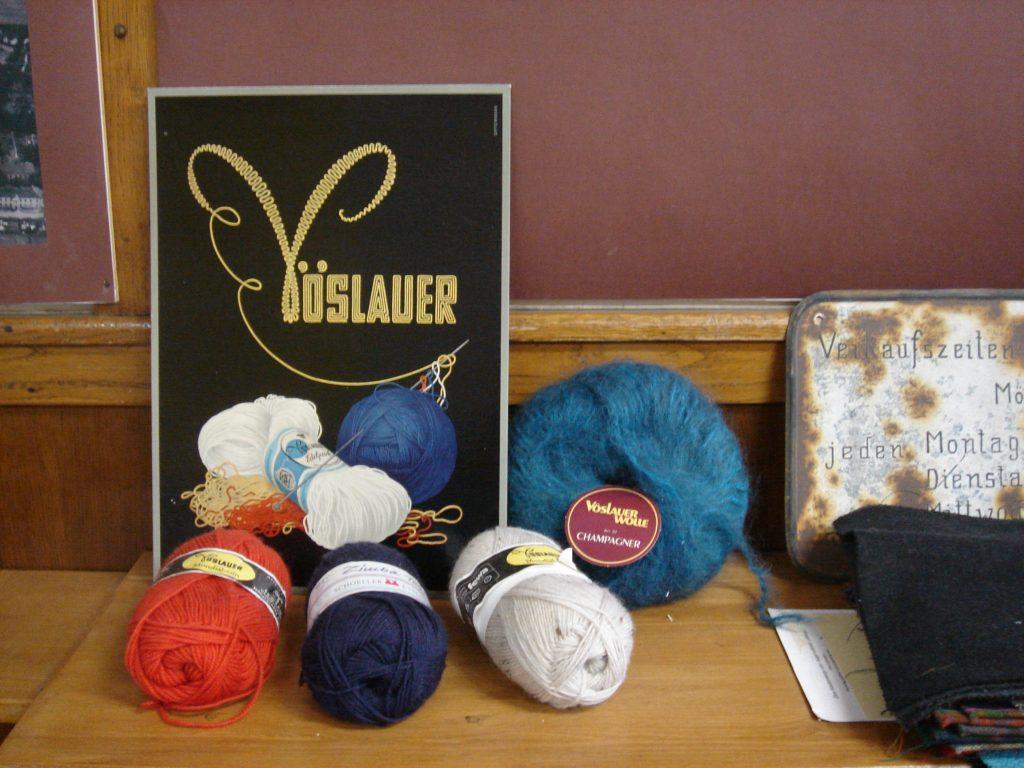 historische Werbetafel Vöslauer Wolle und Wollknäudel